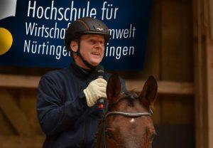 Prof. Dr. Dirk Winter auf dem Pferd Tabu